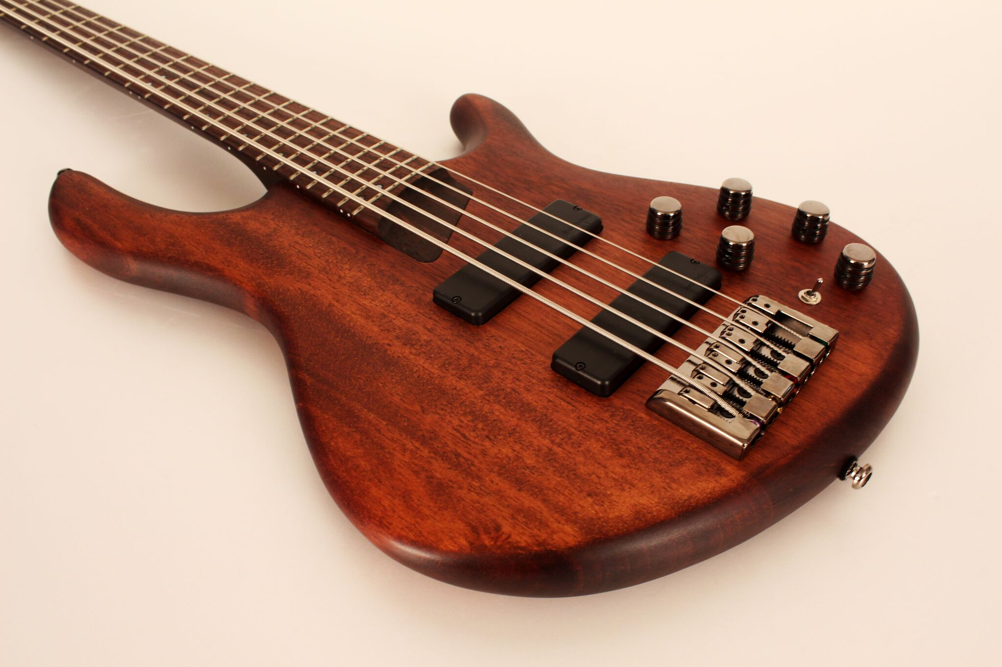 Cort B5 Plus MH OPM baskytara B-Stock